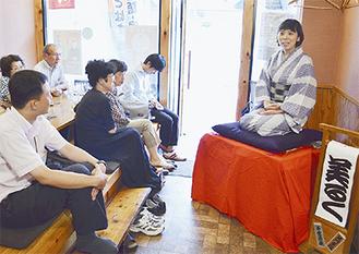 千串屋本舗での寄席に出演した三遊亭美るくさん