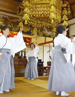 旭扇会の「重忠節踊り」