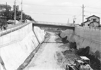1982年の帷子川河川改修工事(柳澤さん撮影)