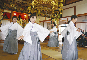 旭扇会による「重忠節踊り」
