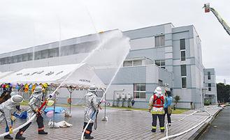 旭消防署による消火活動