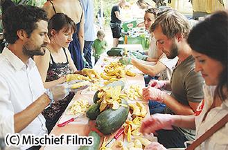 規格外野菜を調理するイベント「チョッピング・パーティー」のシーン