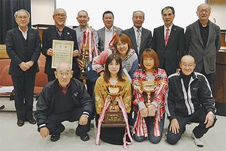 総合優勝した鶴ヶ峰地区のメンバー