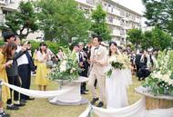 広場を活用して結婚式