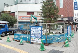 広場の路面に放熱管パネルが設置される
