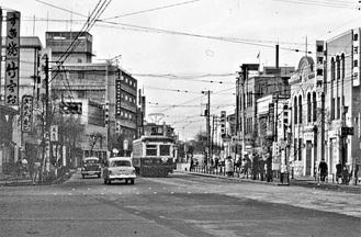 市電が行く馬車道停留所付近(昭和30年代)