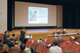 公会堂で記念事業の実施計画の説明が行われた