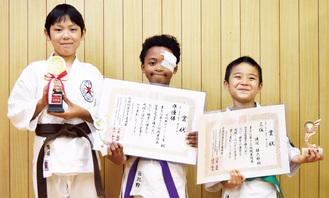 取材に応じた齋藤君、日比野君、渡辺君(左から)