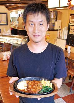 受賞を喜ぶ長澤代表と銅賞のハンバーグ
