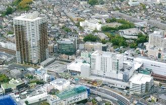 優秀賞を受賞した「コプレ二俣川」。右が商業棟、左のタワーマンションは住居棟(泉区在住・中丸定昭さん提供)