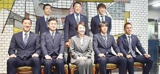 林文子市長(前列中央)を囲み集合写真
