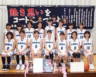 県予選を制した女子チーム(同部提供)