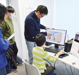 学生が作ったゲームなどを体験