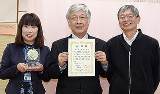 防災担当の浅井寿教諭、加藤校長、村越弓子主幹養護教諭(右から)