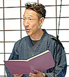 作品を朗読する藤田さん※写真は過去の様子
