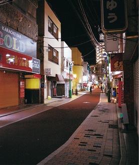 8日午後8時ごろの二俣川駅北口周辺
