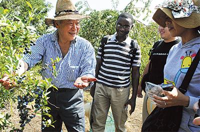 農体験で国際交流