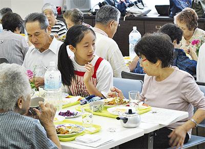 昼食会で地域交流