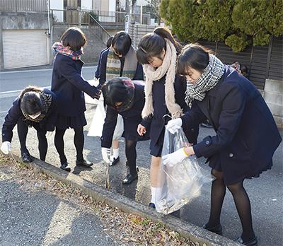 通学路を清掃
