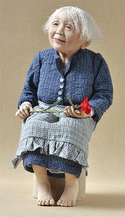「母の姿」人形に