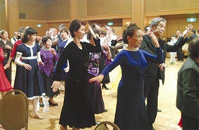 社交ダンスで新年幕開け