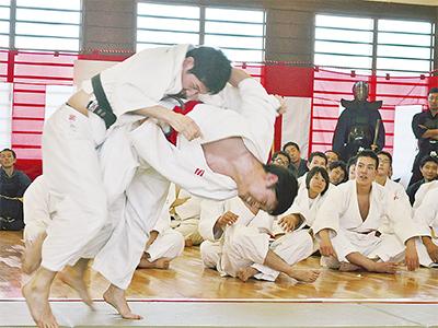 旭署で武道始式