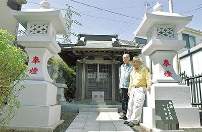 稲荷神社に大灯籠