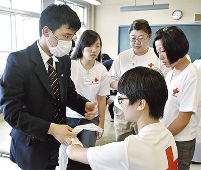 海外赤十字指導員と交流