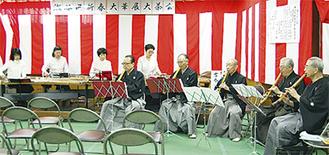 瀬谷三曲会の演奏が会場に華を添えた