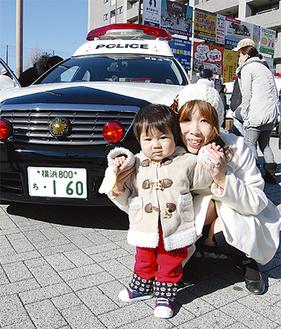 パトカーは親子に大人気