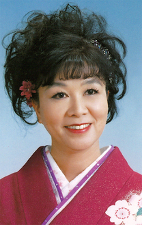 新曲を発表した八木裕子さん