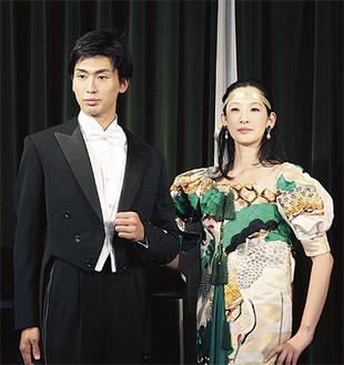 阿部さんが出品した燕尾服(左)