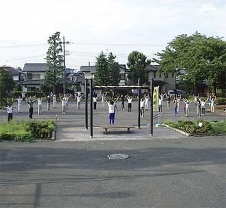 東野第一公園でのラジオ体操の様子