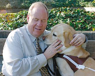 ヒングソン氏と盲導犬ロゼール