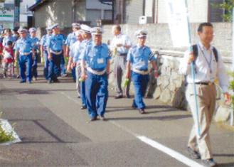 暑いなか行われたパレード