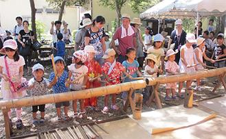 子どもたちの竹琴太鼓演奏