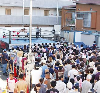 8月5日に三ツ境で行われた商店街プロレス。六角橋以外では初の開催となり、大きな注目を集めた