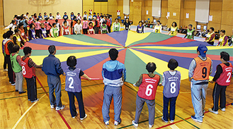 全員参加のボール送り競技