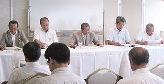 総会の様子(中央が川口会長)
