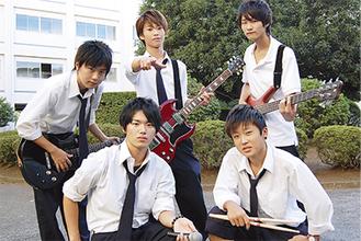 QoNのメンバー(前列左から犬童君・渡辺君 後列左から上林君・山口君・辰巳君)