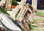幻の魚「鮭児」(写真左)