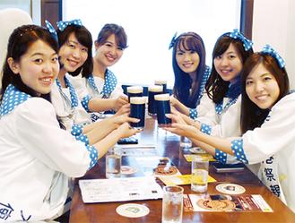 瀬谷区在住の山口紗矢佳さん(左から3番目)も横浜開港祭親善大使としてアピール