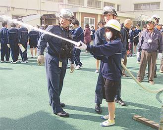 東野中での初期消火訓練の様子