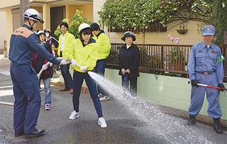 放水を実践する参加者