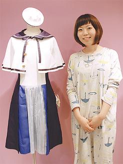 デザインした制服について説明する杉山さん
