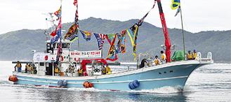 大槌の海を走る瀬谷丸(2013年6月撮影)