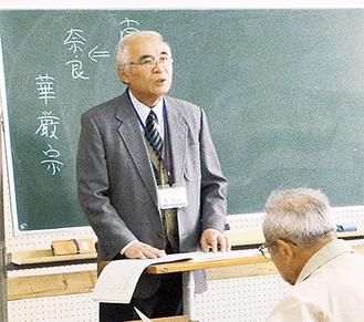 講義を行う菅原教諭(昨年の様子)