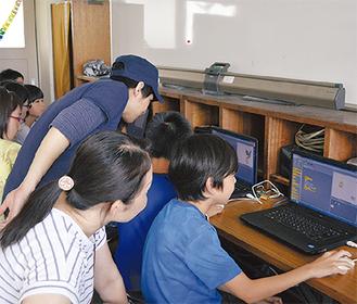 プログラミングに挑戦する親子
