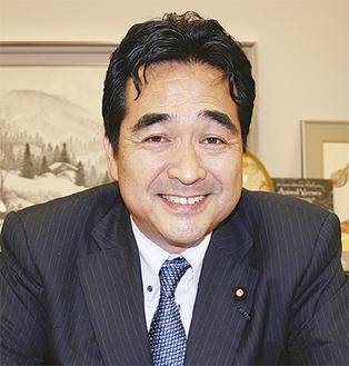 今後の政治活動の抱負を語る坂井氏