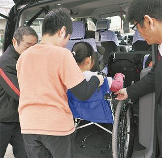 車いすでのタクシー乗車を体験した